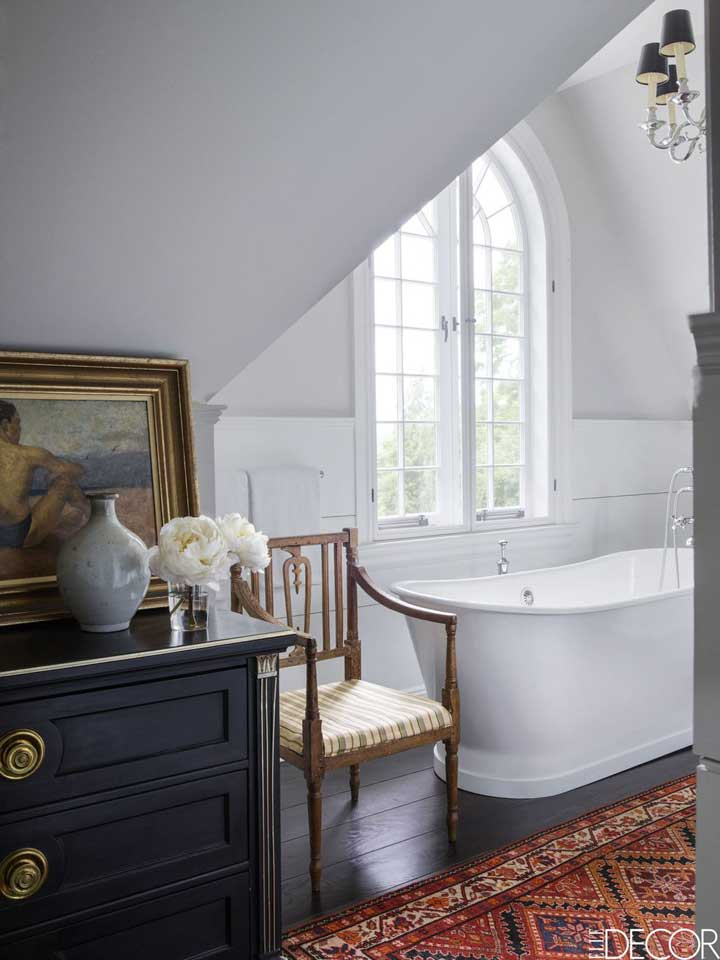 add a dresser to the bathroom for addtional storage space